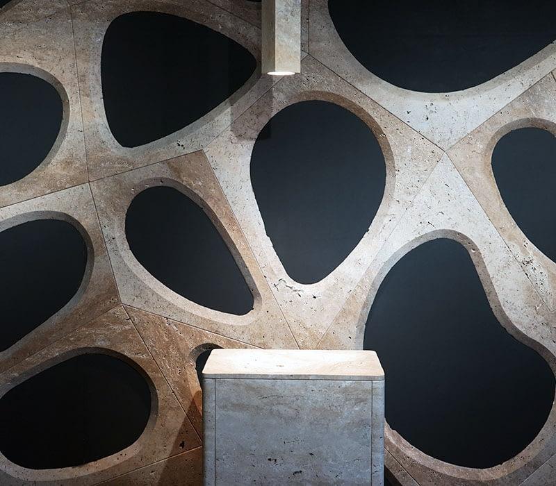 parete-moderna-marmo-travertino