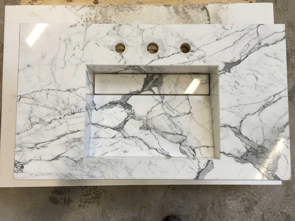 Piano in marmo per bagno